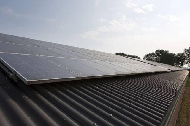 Gemeenten en LTO stimuleren zonne-energie op daken bij agrariërs